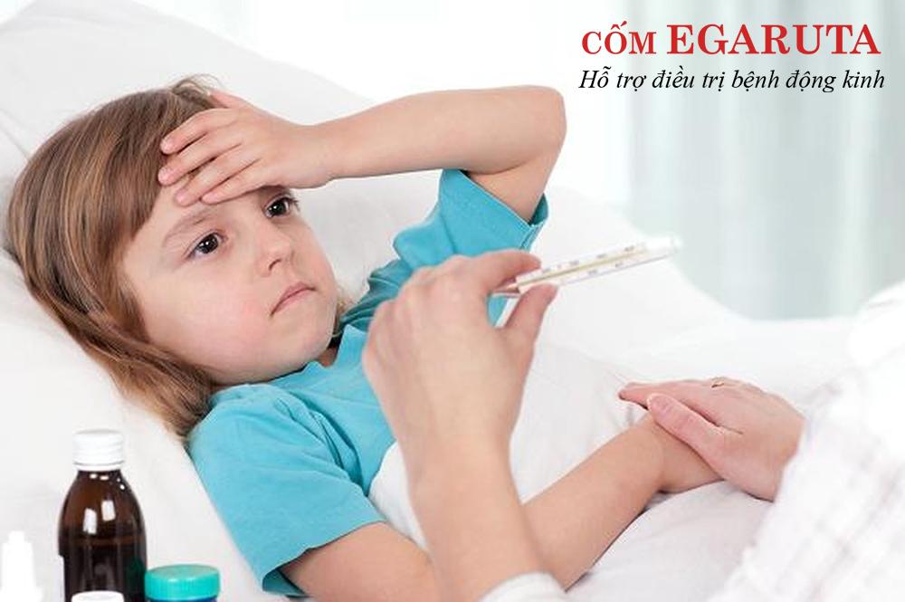 Cha mẹ cần phân biệt co giật do sốt cao và co giật do bệnh động kinh để sử dụng thuốc chống co giật cho trẻ phù hợp